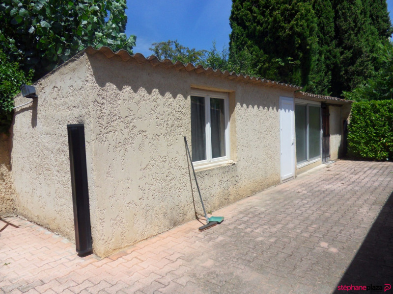 Sale house / villa Morieres les avignon 380000€ - Picture 18