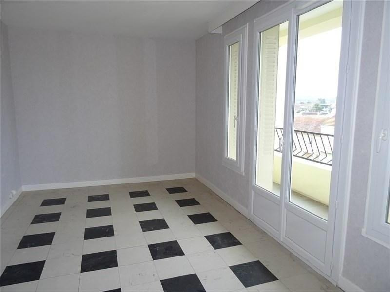 Location appartement Le coteau 390€ CC - Photo 1
