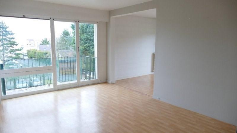 Appartement F3 proche forêt cpt: entrée, séjour, cuisine,2
