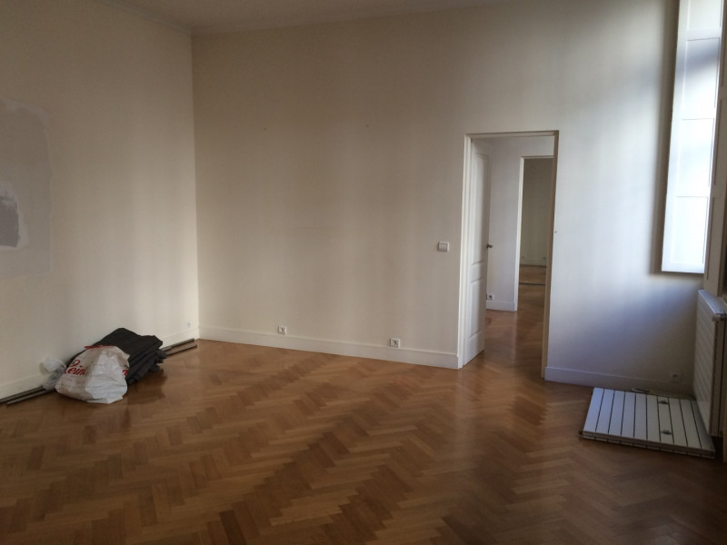 Rental apartment Paris 8ème 2 027€ CC - Picture 2