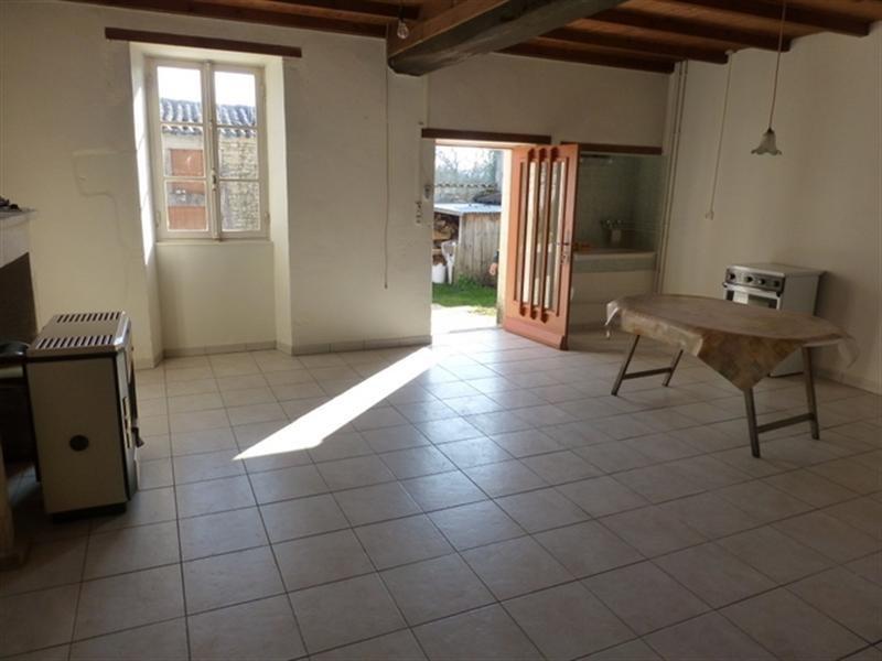 Rental house / villa Saint-jean-d'angély 350€ CC - Picture 2