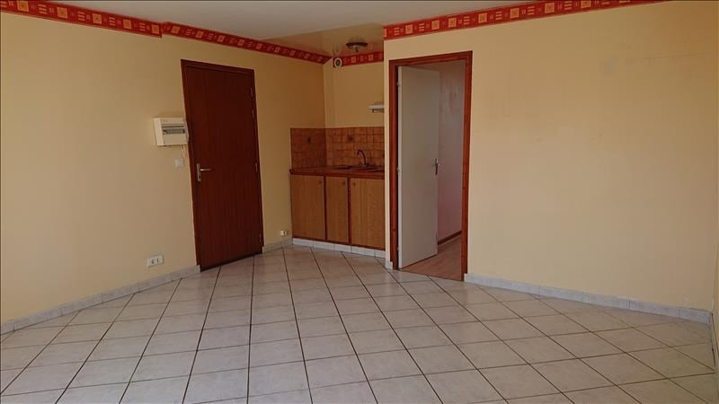 Rental apartment Neuilly en thelle 580€ CC - Picture 2