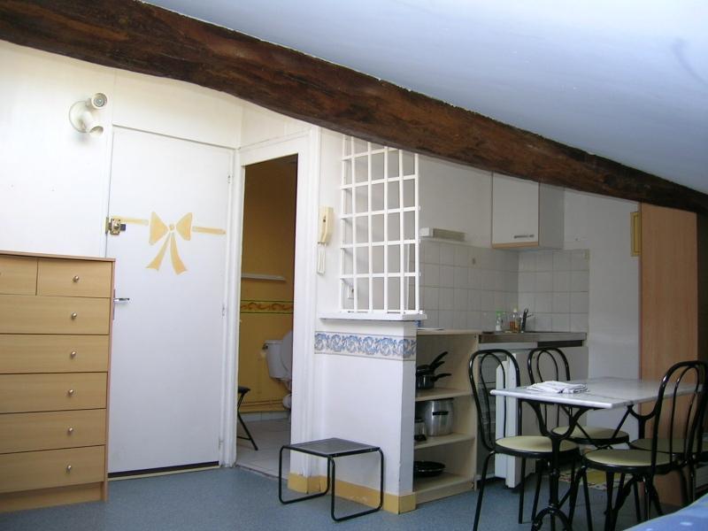 Location appartement Saintes 312,65€ CC - Photo 1