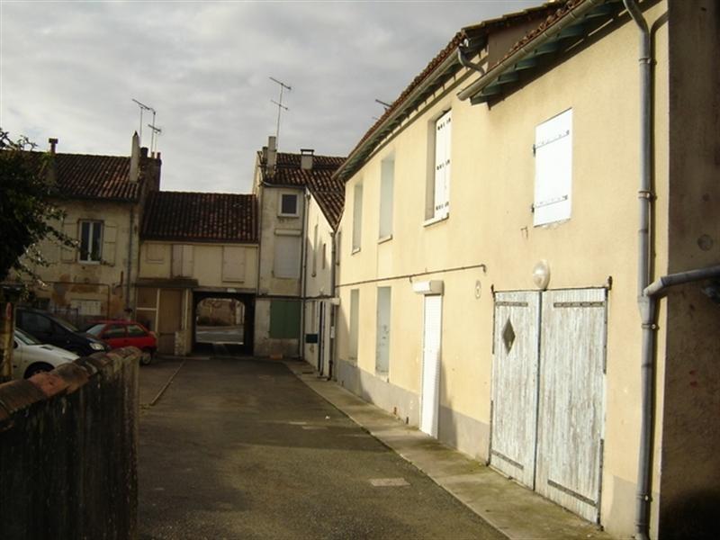 Sale building Saint-jean-d'angély 233200€ - Picture 1