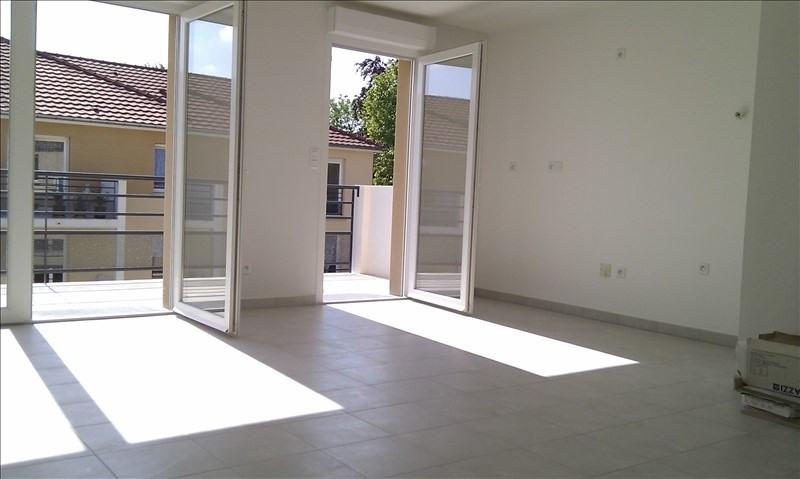Rental apartment Sainte savine 640€ CC - Picture 3