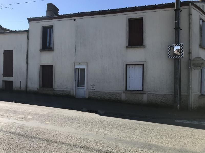 Sale house / villa Le fief sauvin 59900€ - Picture 1