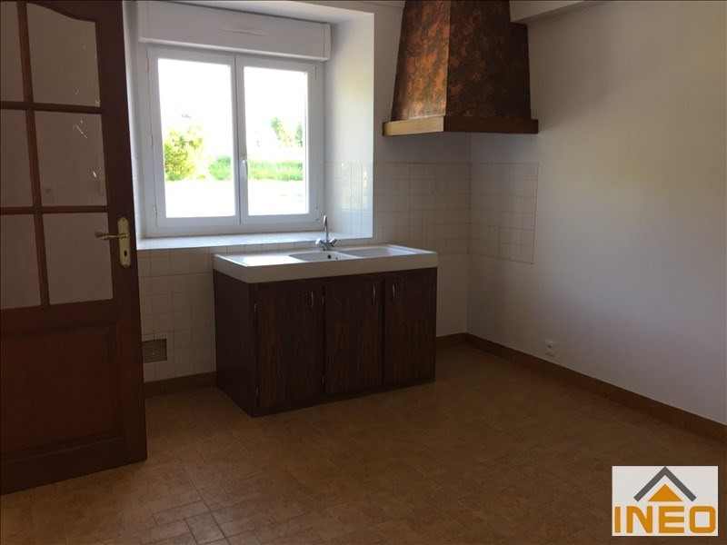 Location maison / villa Irodouer 650€ CC - Photo 4