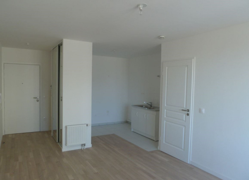Location appartement Paris 18ème 1 060€ CC - Photo 2