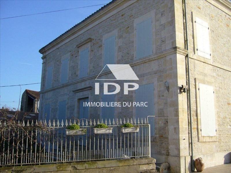 Sale house / villa Saint-hilaire-la-palud 390000€ - Picture 2
