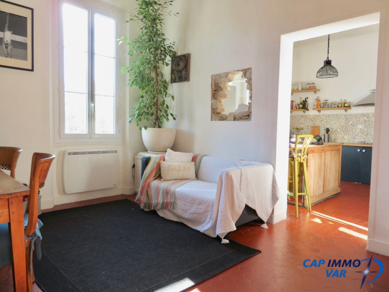Sale apartment Le beausset 235 000€ - Picture 1