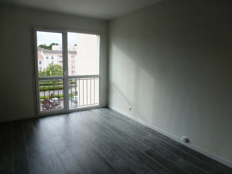 Location appartement Maurepas 586€ CC - Photo 2