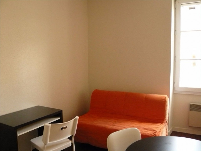 Rental apartment Laval 275€ CC - Picture 2