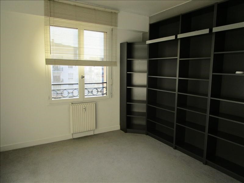 Rental apartment Quartier revolution 830€ CC - Picture 3