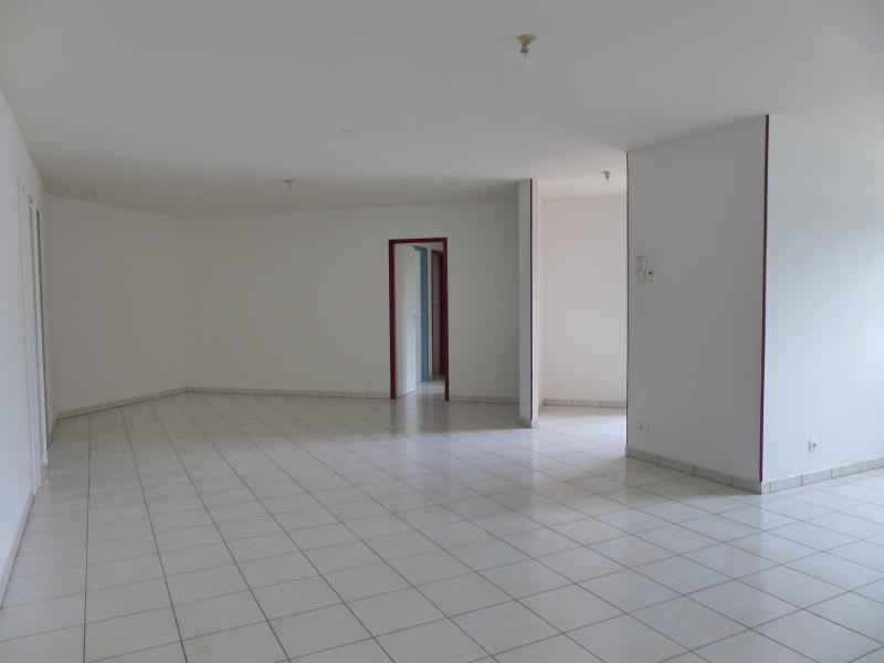 Sale house / villa Fleuré 160000€ - Picture 3