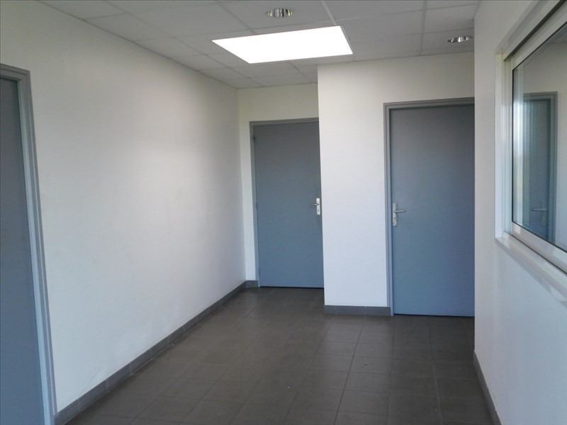 Location local commercial Fougeres 3450€ HT/HC - Photo 3