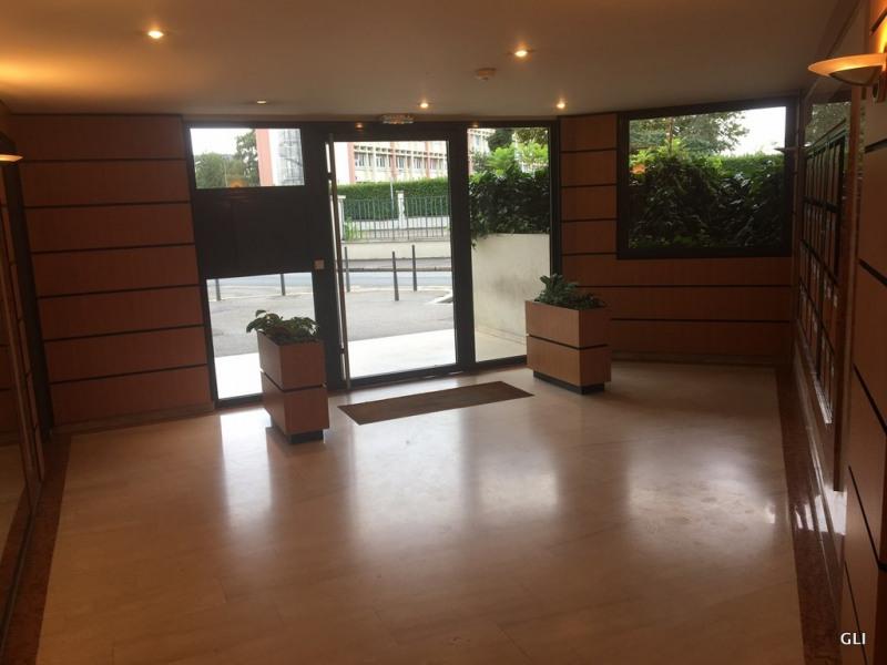 Location appartement Lyon 7ème 645€ CC - Photo 1