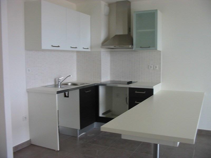 Location appartement St denis 872€ CC - Photo 2