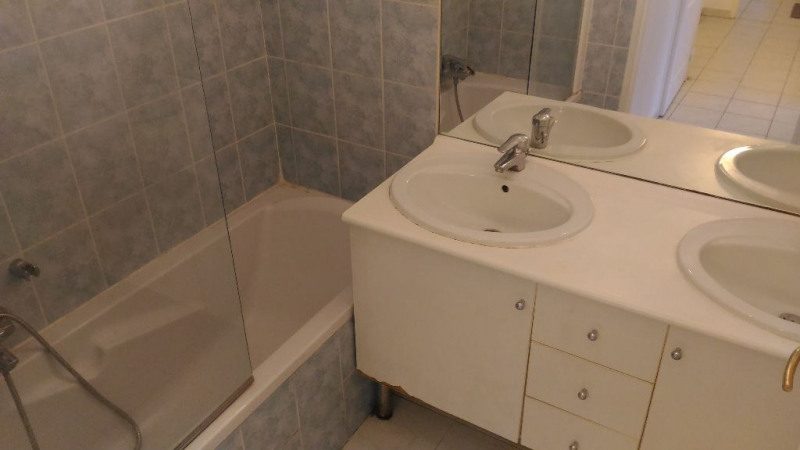 Location appartement Saint laurent du var 860€ CC - Photo 6