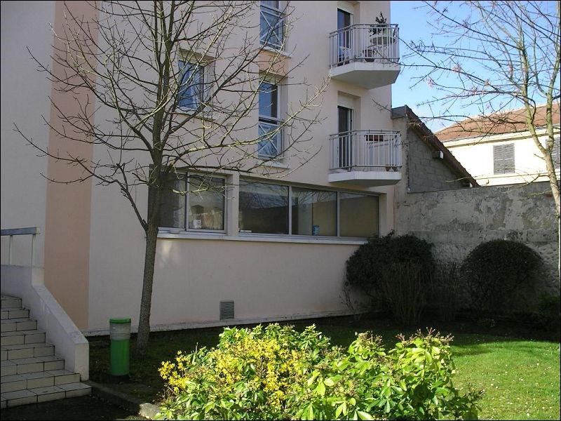 Rental apartment Montgeron 572€ CC - Picture 1