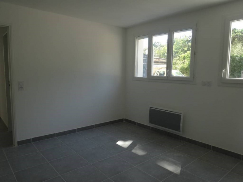 Location maison / villa Villeneuve-les-avignon 895€ CC - Photo 4