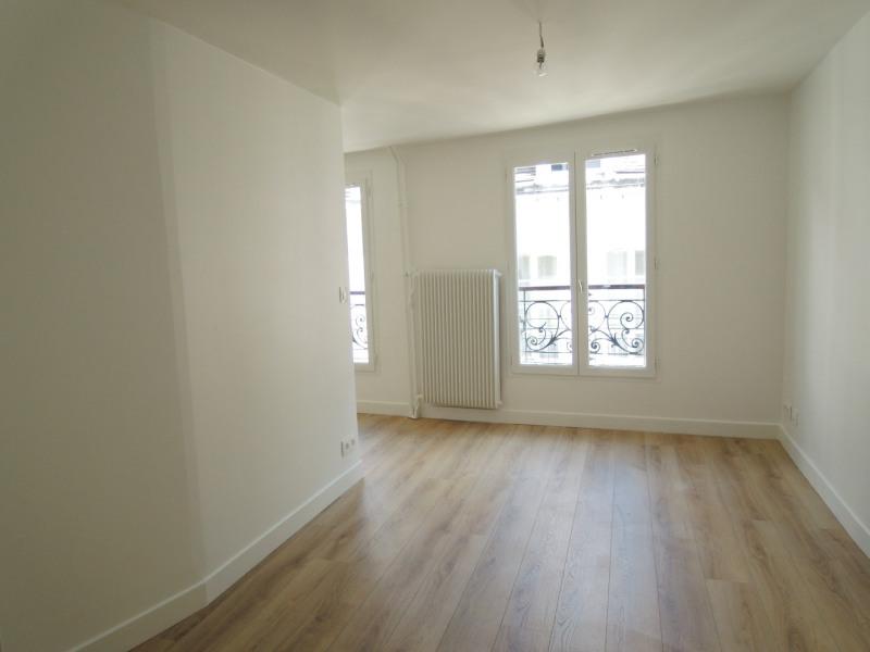 Rental apartment Paris 4ème 990€ CC - Picture 1