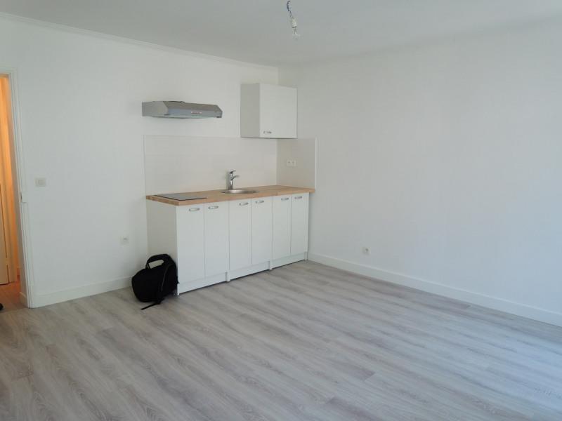 Rental apartment Paris 17ème 1200€ CC - Picture 2