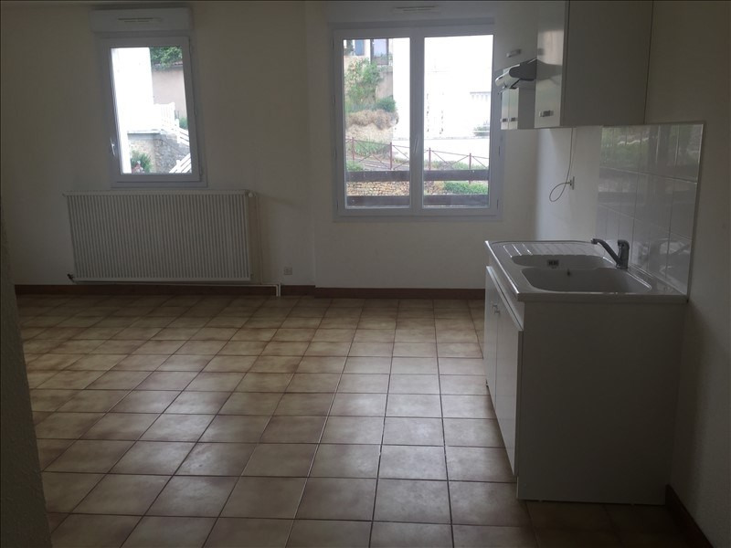 Location appartement Iteuil 563€ CC - Photo 3