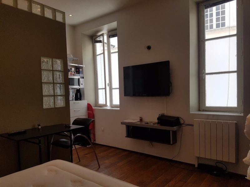 Rental apartment Paris 4ème 1050€ CC - Picture 1