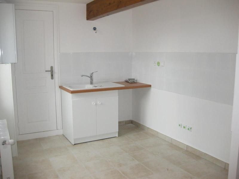 Location maison / villa Bully 890€ CC - Photo 2