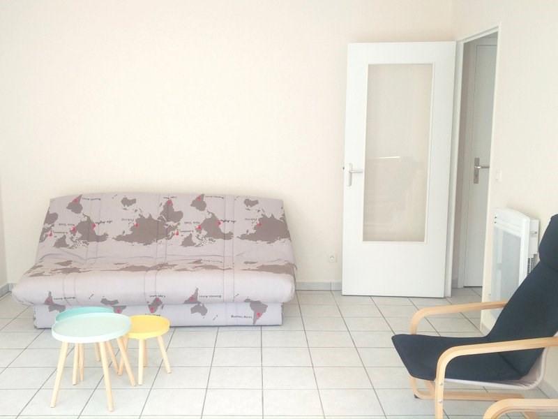 Rental apartment Lyon 8ème 650€ CC - Picture 2