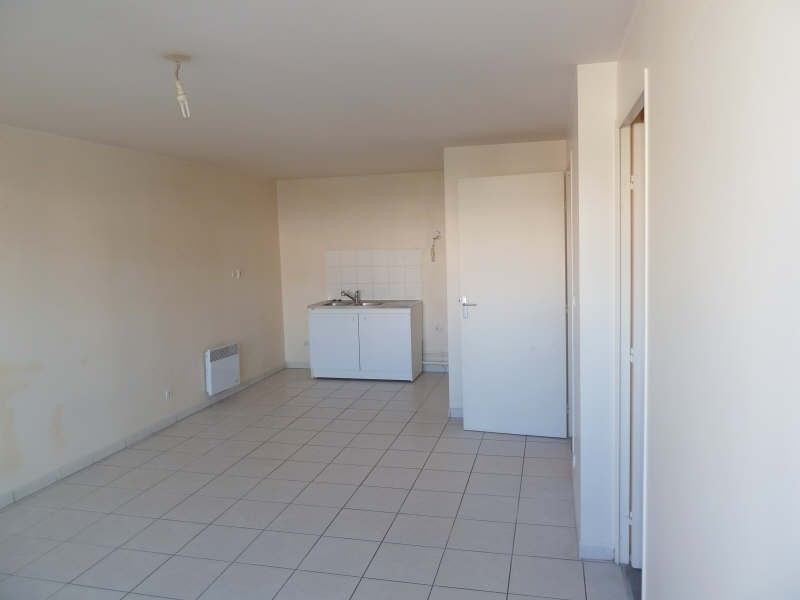 Rental apartment Vaureal 695€ CC - Picture 2