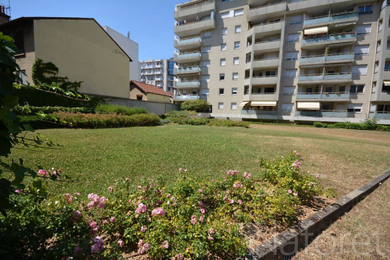 Rental apartment Villeurbanne 1 200€ CC - Picture 8