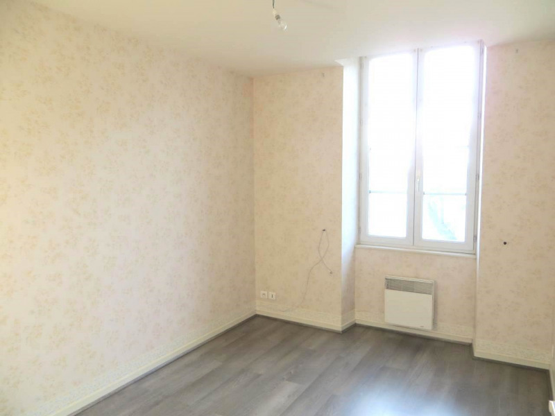Rental apartment Saint-fort-sur-le-né 360€ CC - Picture 3