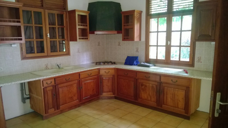 Location maison / villa Saint claude 1 029€ CC - Photo 3