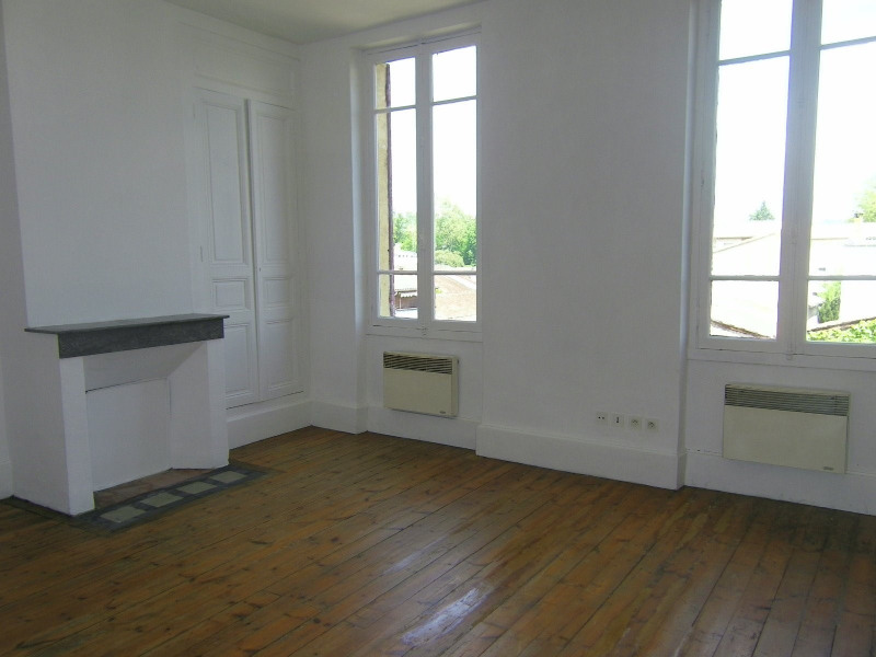Rental apartment Agen 330€ CC - Picture 1