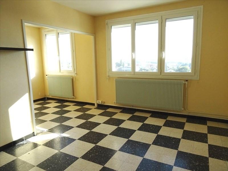 Rental apartment Riorges 455€ CC - Picture 1