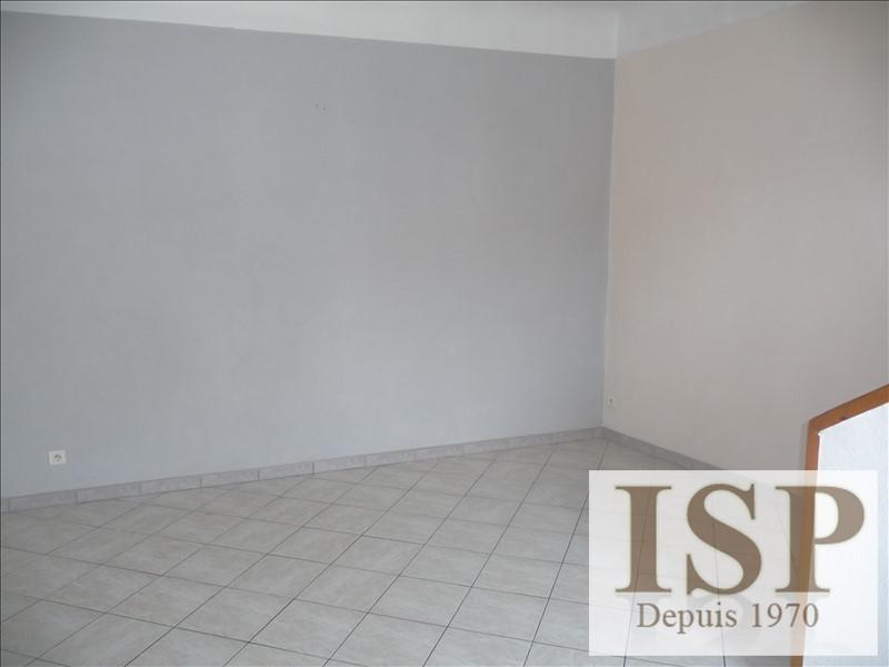 Rental apartment Les milles 650€ CC - Picture 1