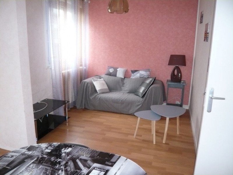 Rental apartment Laval 430€ CC - Picture 1