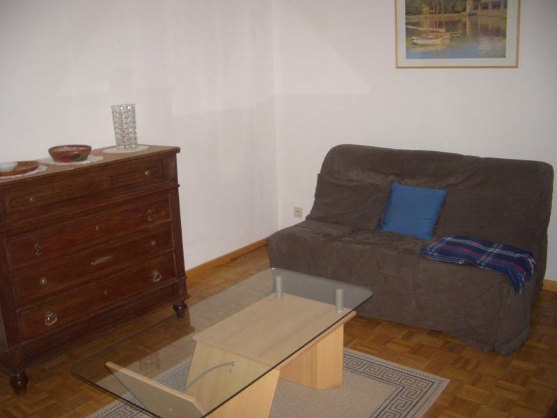Rental apartment Paris 8ème 1280€ CC - Picture 1