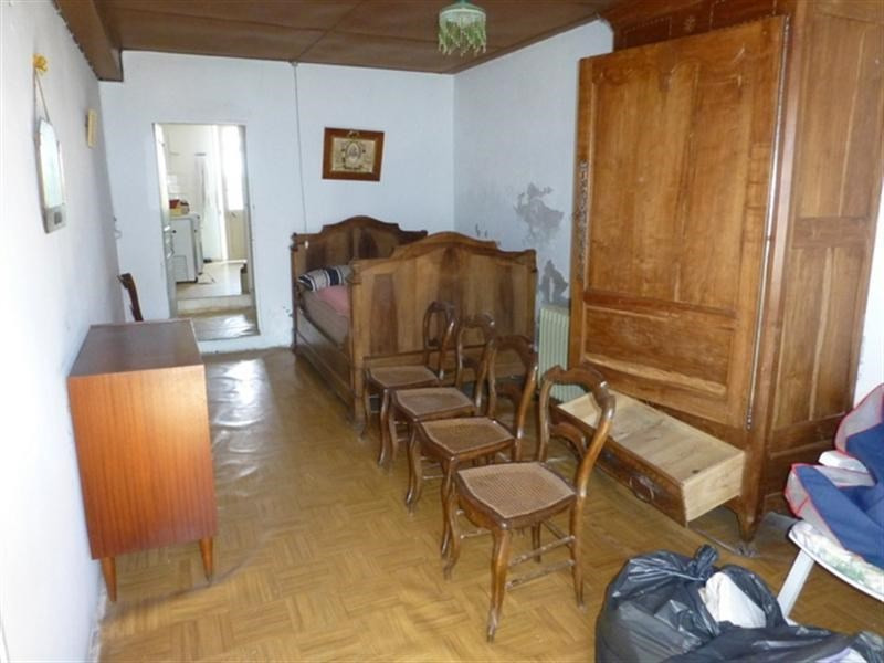 Sale house / villa St jean d angely 70 200€ - Picture 4