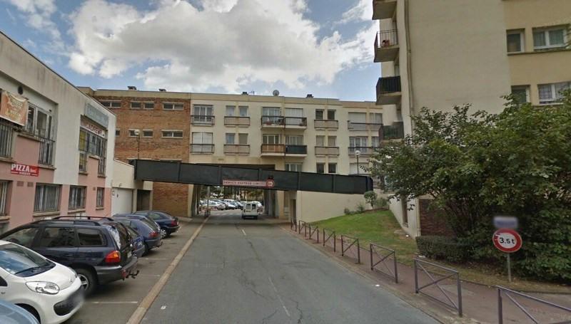 Rental parking spaces Maurepas 94€ CC - Picture 1