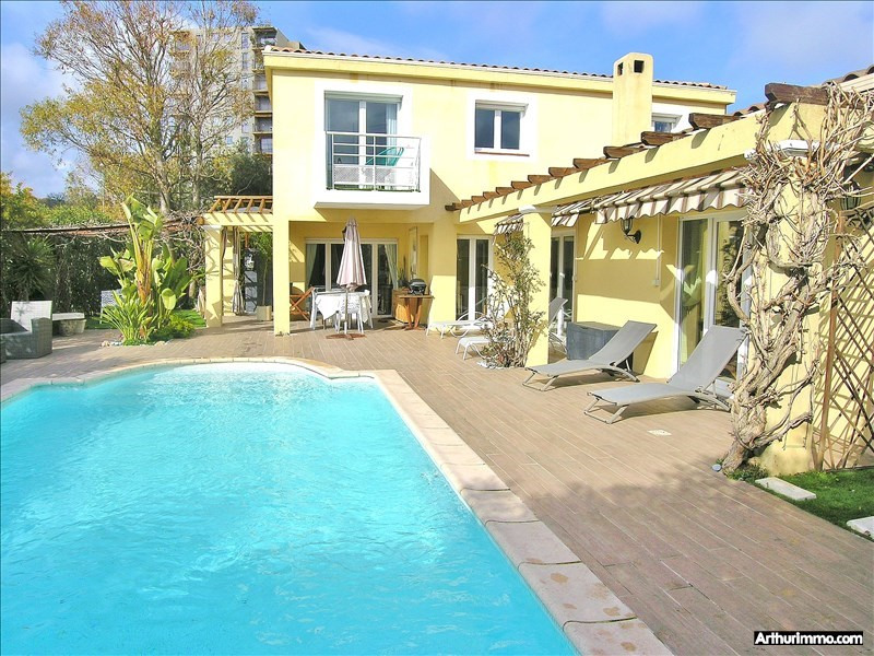 Deluxe sale house / villa Antibes 975 000€ - Picture 1