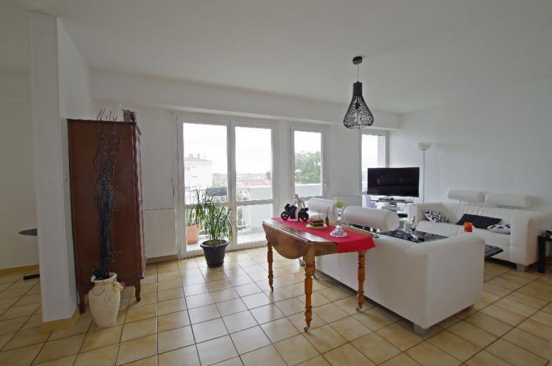 Sale apartment Cholet 98990€ - Picture 1