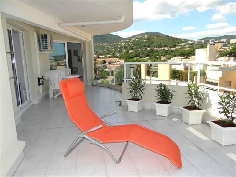 Location vacances appartement Cavalaire 420€ - Photo 2