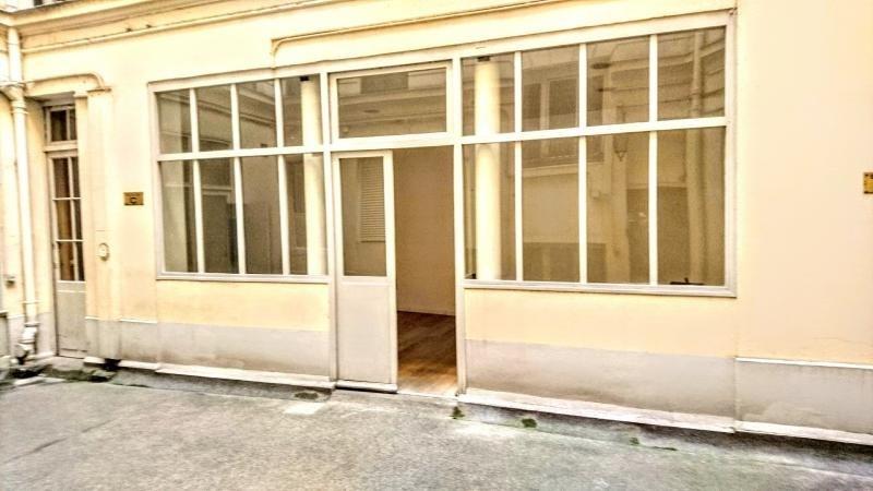 Sale empty room/storage Paris 1er 420000€ - Picture 3
