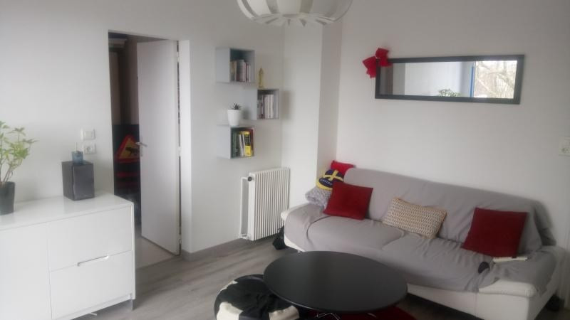 Sale apartment Cholet 75 700€ - Picture 1