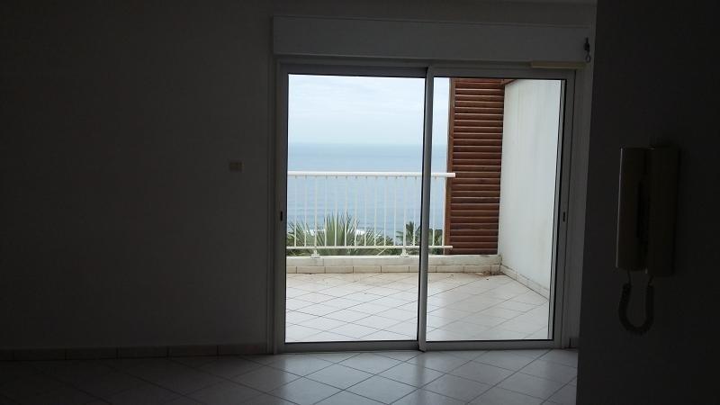 Sale apartment Les avirons 200000€ - Picture 2