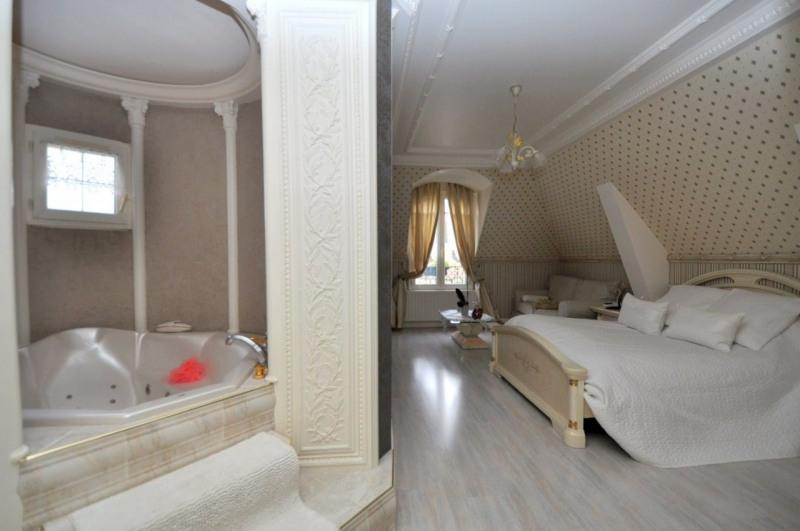 Sale house / villa Le val st germain 695000€ - Picture 11