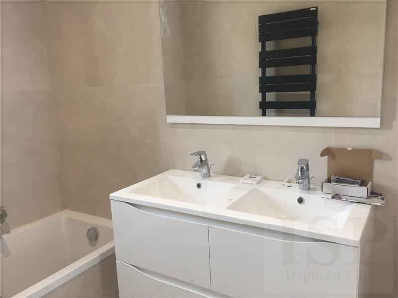 Location maison / villa Aix en provence 3 100€ CC - Photo 3