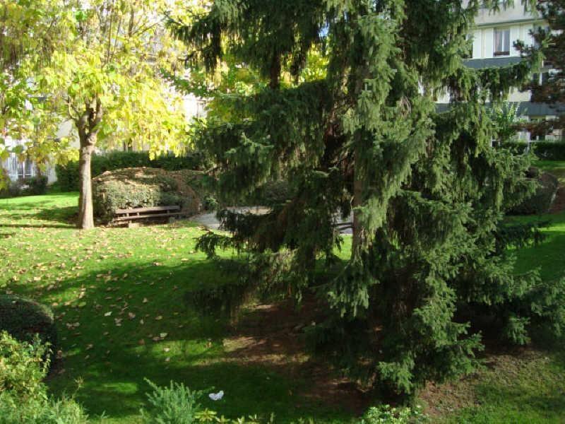 Rental apartment Louveciennes 1072€ CC - Picture 1